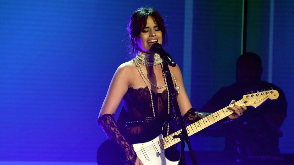 "Camila Cabello performa ""Never Be The Same"" no The Ellen Show"